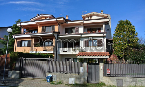 VILLA A RENDE (cs)