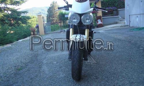 Scambio speed triple 1050 del 2007 con 44000 KM perfetta con carenata 1000CC