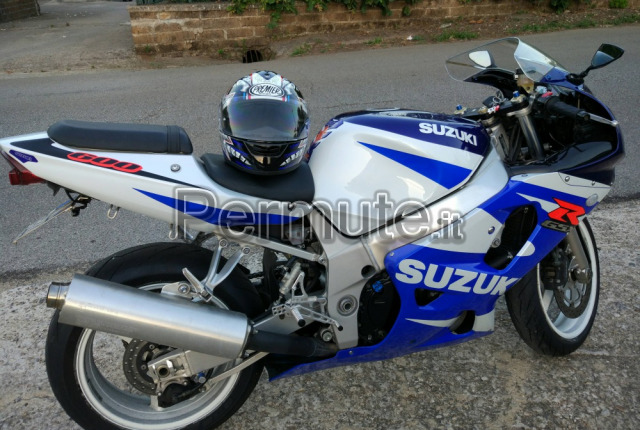suzuki gsx r 600 k1 roma usato in permuta moto sportive. Black Bedroom Furniture Sets. Home Design Ideas
